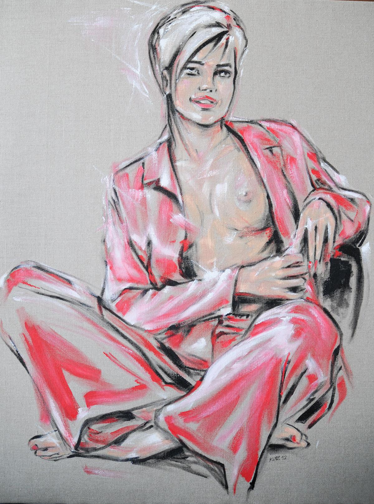 Junge Frau in rotem Pyjama