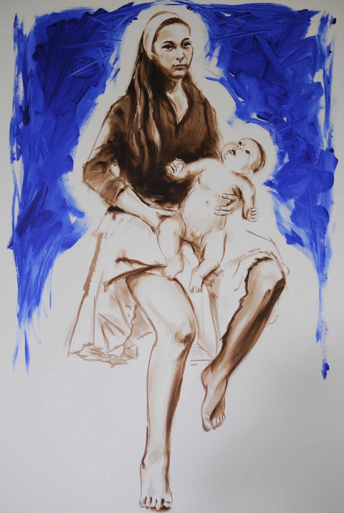 Mutter und Kind vor blauem Hintergrund